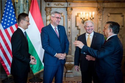 Orbán Viktor Indiana állam kormányzójával találkozott