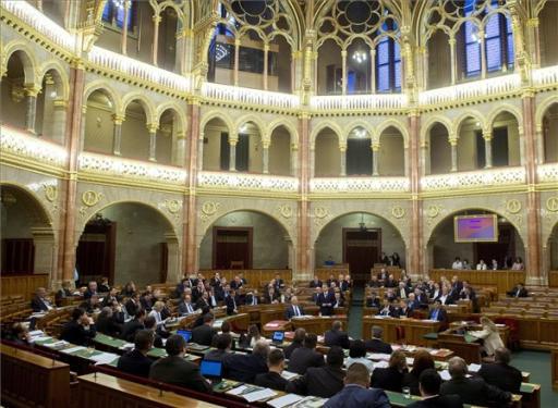 A civil szervezetek átláthatóságáról kezd tárgyalni a héten a parlament