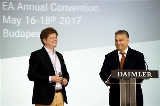 Orbán Viktor: a Mercedes is benne van a magyar gazdaság felívelő teljesítményében