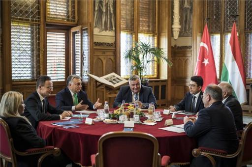 A török miniszterelnök-helyettest fogadta Orbán Viktor